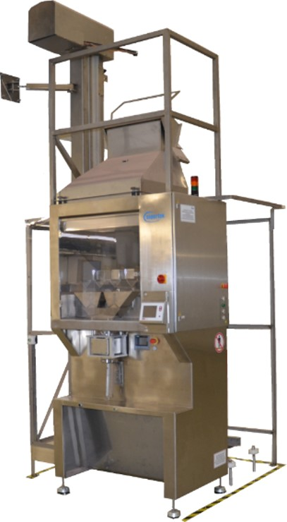 Filling machine with dispensing scale for bulk goods
