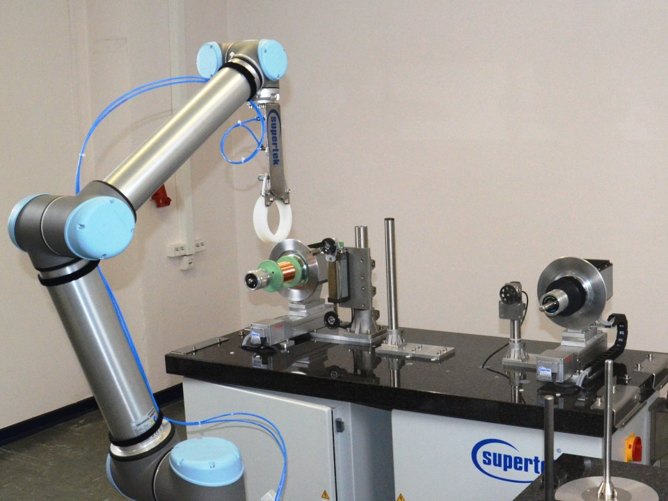 Collaborating robot with a respool machine